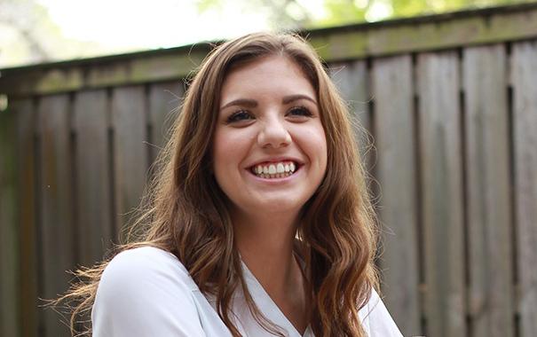 A portrait of Kelsey Hoyt.